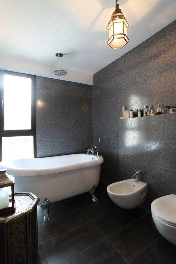 Salle de bain noir et blanc un choix classique et élégant