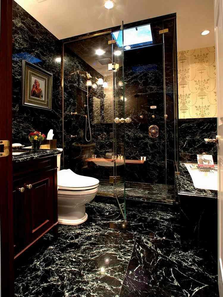 Salle de bain noire 40 idées de design moderne à