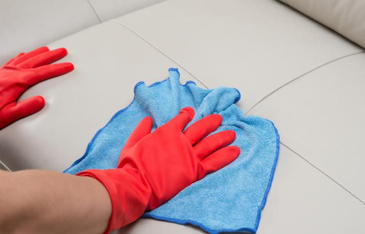 Nettoyer un canapé en cuir blanc Tout pratique