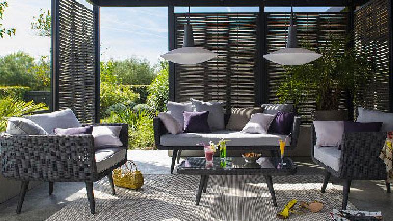 Salon de jardin Castorama sur terrasse en bois