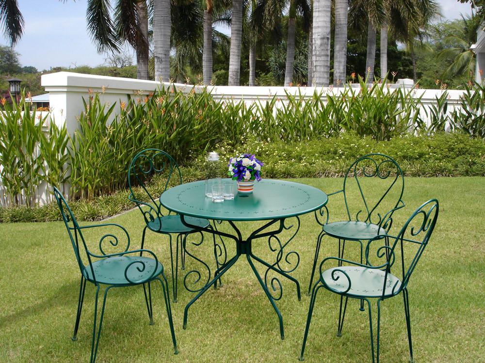salon de jardin romance métal coloris vert 1 table 4