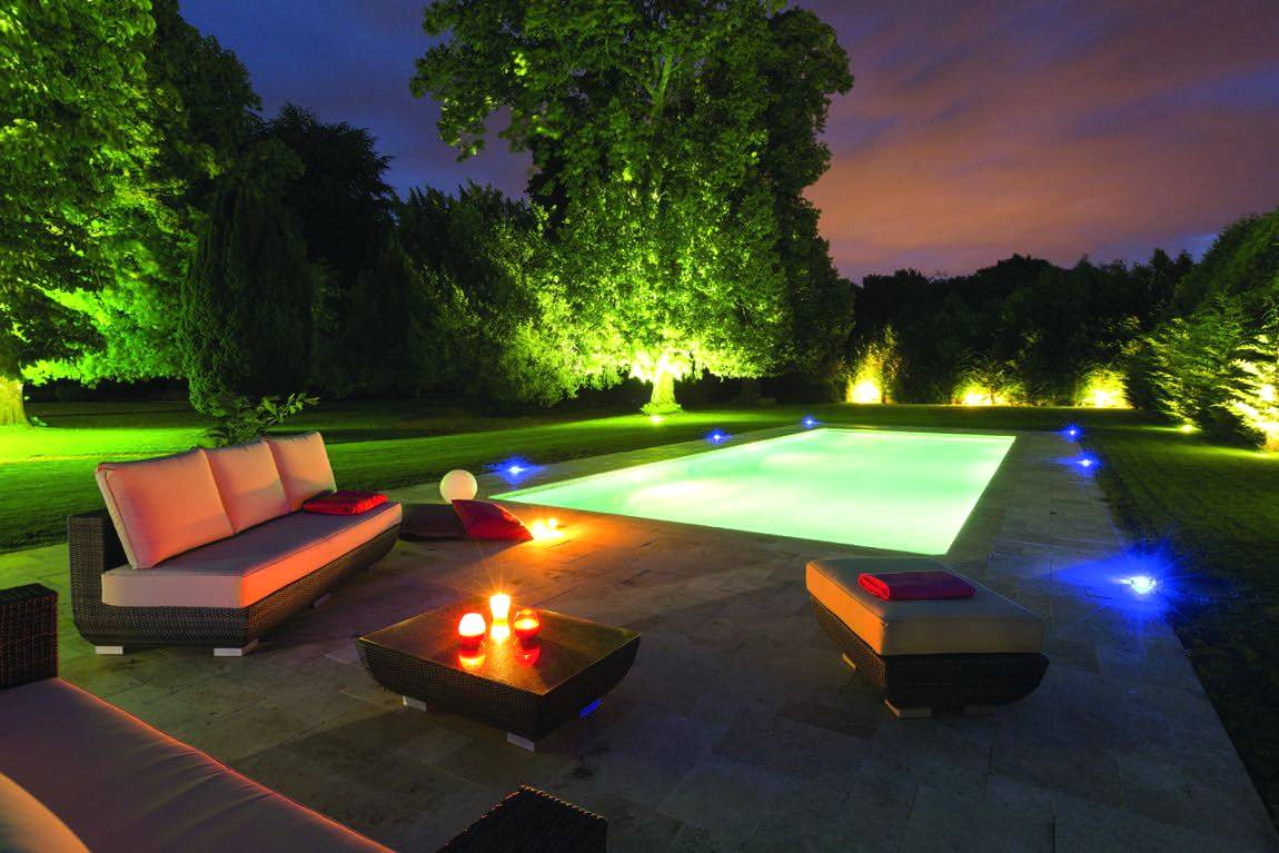 Eclairage Led Autour Piscine spot terrasse piscine deco led eclairage idées déco pour les