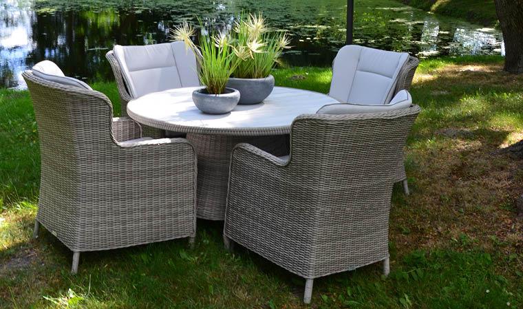 Table de jardin ronde en résine tressée grise 4 places