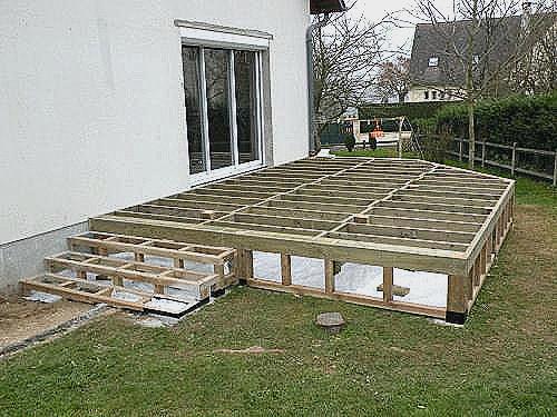 Construction terrasse bois sur pilotis Mailleraye jardin