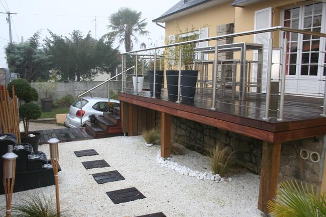 Terrasse sur pilotis et jardin zen Contemporary Deck