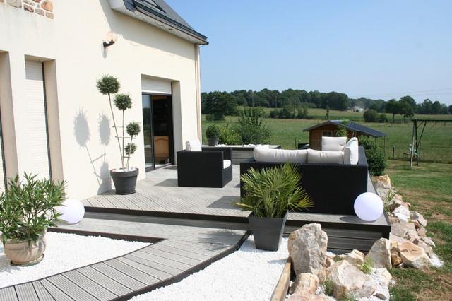Aménagement d une terrasse en bois posite gris Modern