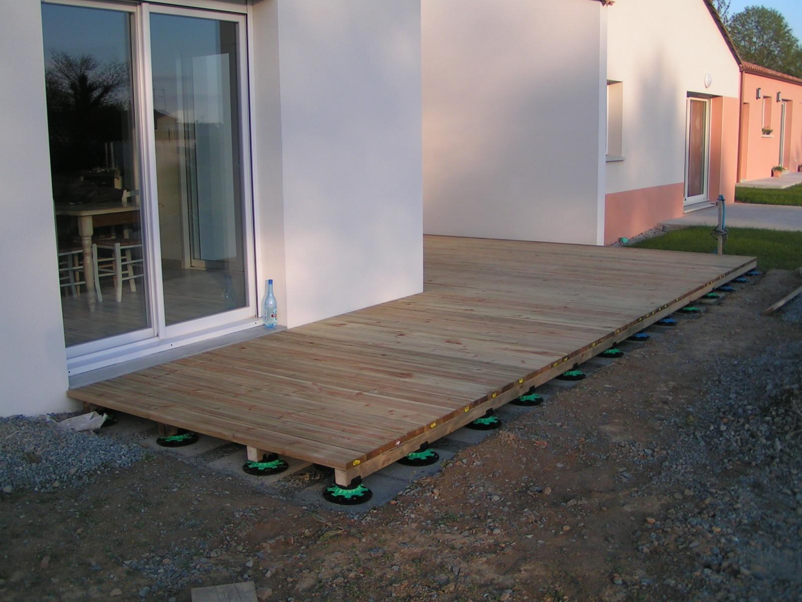 Fabriquer Terrasse En Bois Pas Cher terrasse en bois pas cher revêtement terrasse pas cher quel