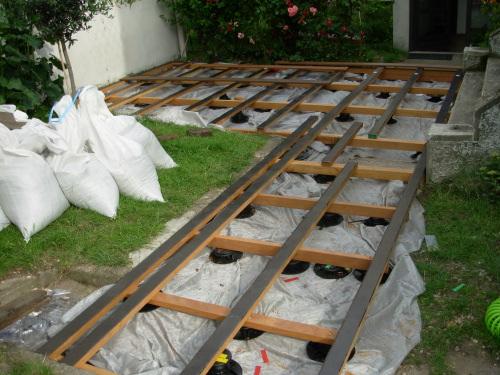 Terrasse bois posite sur plots pvc