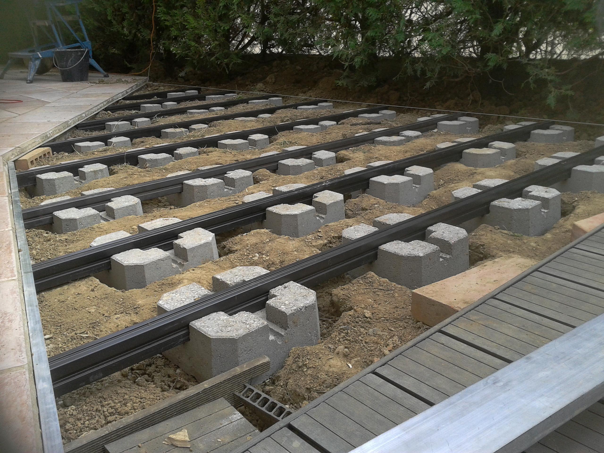Terrasse en bois sur plot castorama Mailleraye jardin