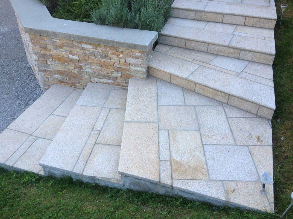Terrasse avec escalier en pierres naturelles Granit jaune