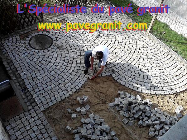 Terrasse de piscine en pave granit
