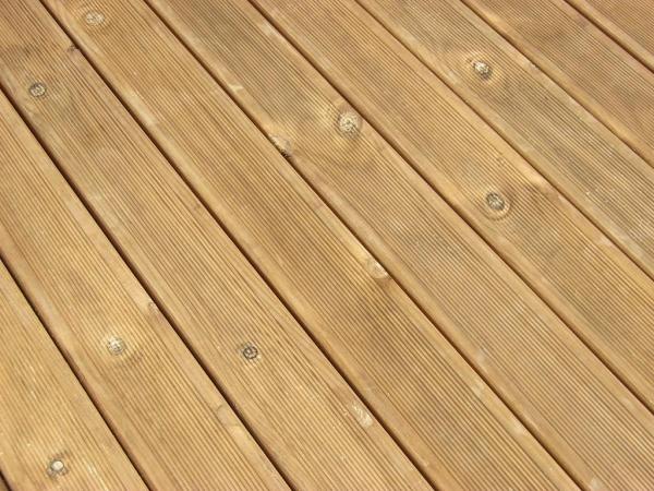 12A 002 Lame de terrasse bois striée en Pin Classe