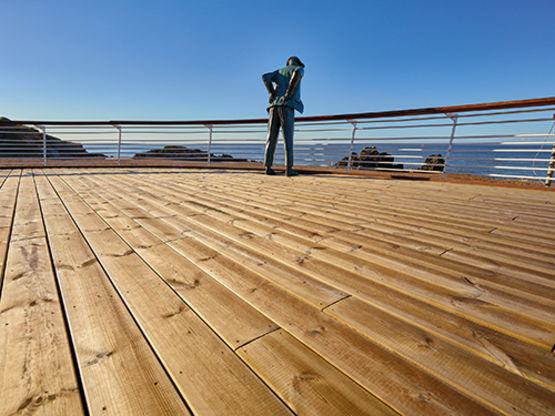 Lames de terrasse en pin traité durablement pour ouvrages