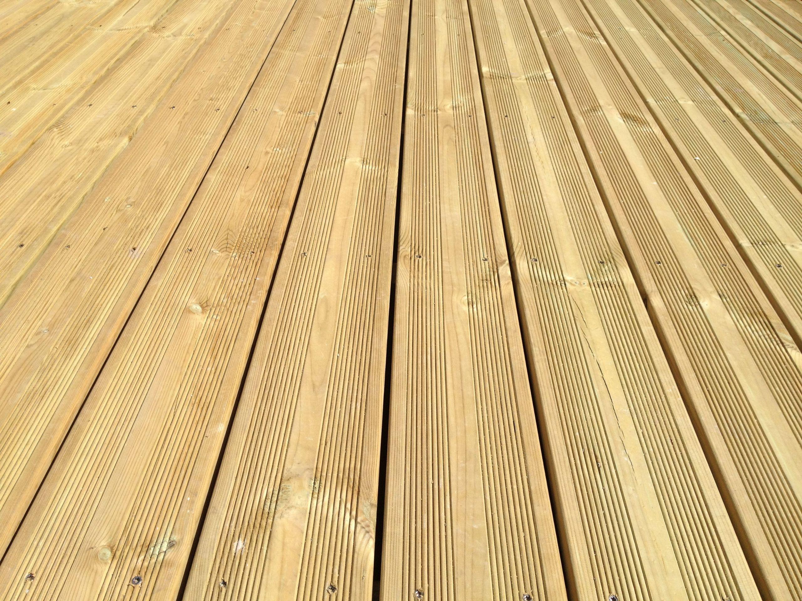 Lames Terrasse Pin 27x145mm Traité CL4 Vert Selection Bois