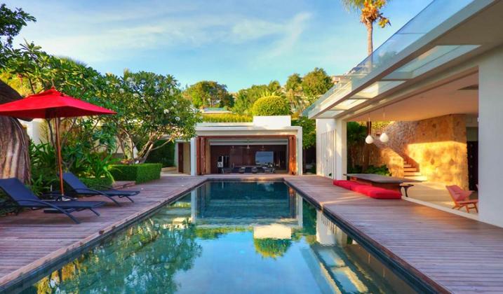 Piscine avec terrasse en teck villa thailande