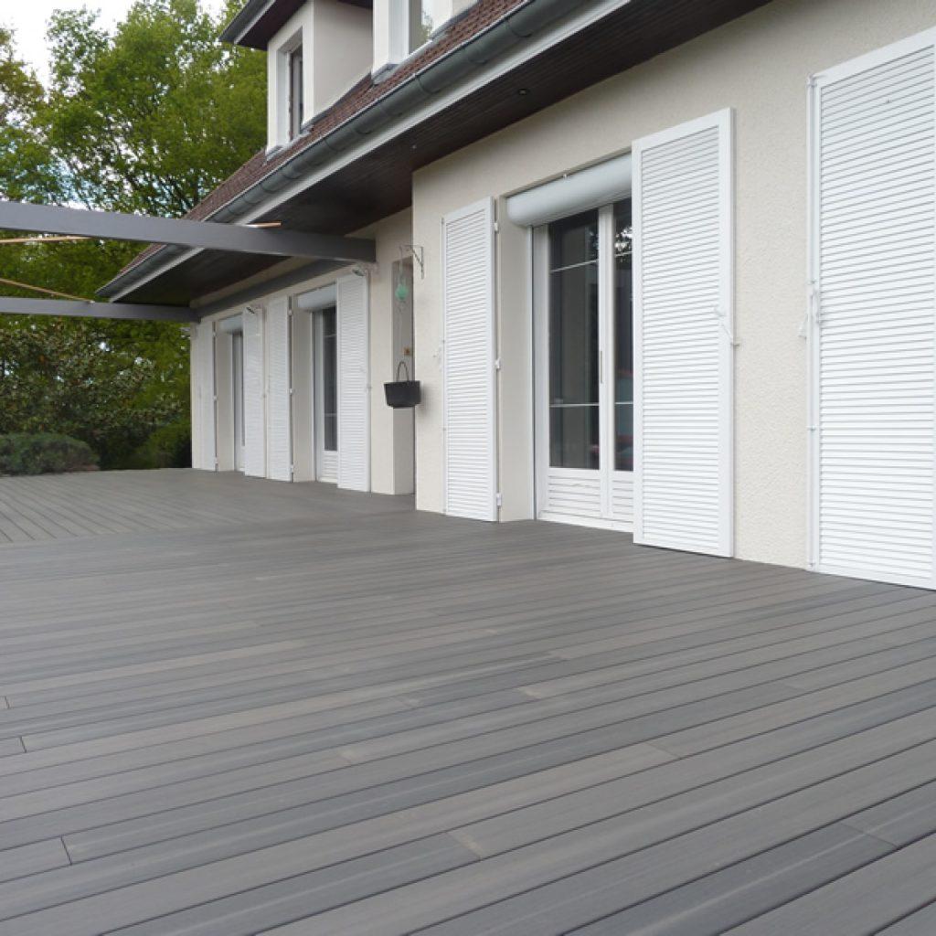Extérieur La terrasse en bois posite CTM RENOVATION