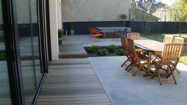 photo terrasse bois et pierre terrasse