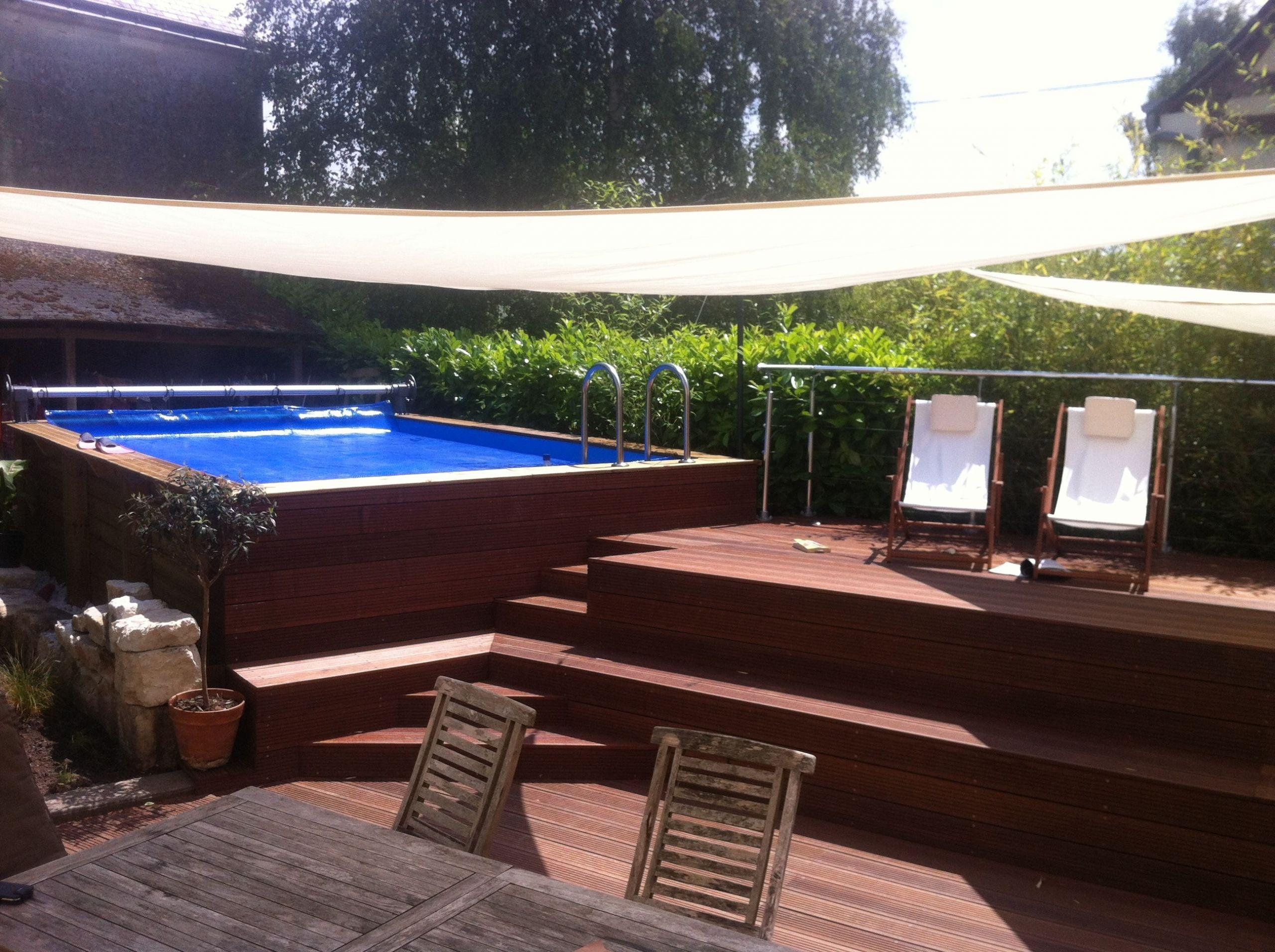 piscine hors sol intégrée dans une terrasse bois