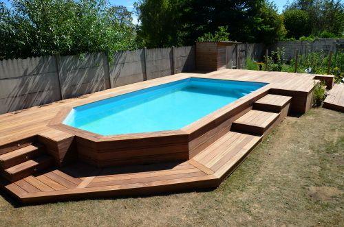 Terrasse en cumaru avec marches pour piscine hors sol