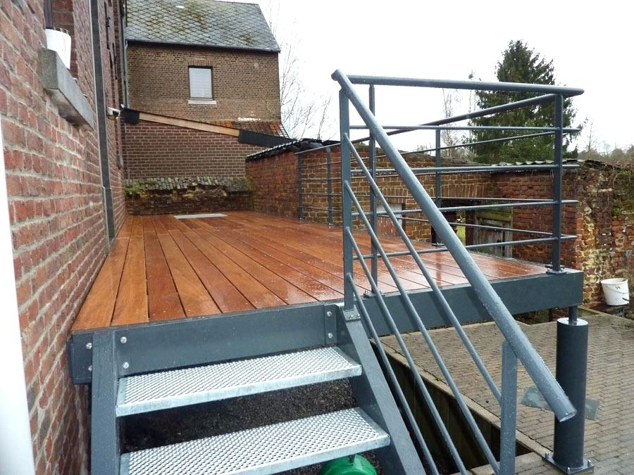Terrasse bois sur pilotis metal Mailleraye jardin
