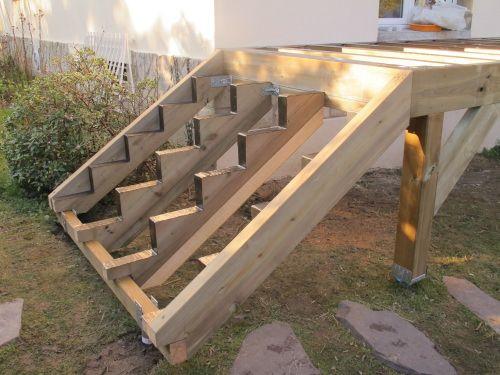 Terrasse sur pilotis avec vis de fondation sans mettre de