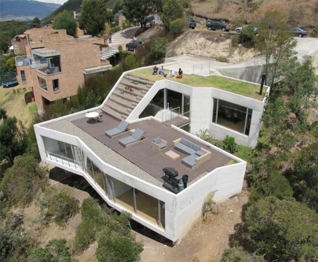 Maison avec terrasse et jardin sur le toit