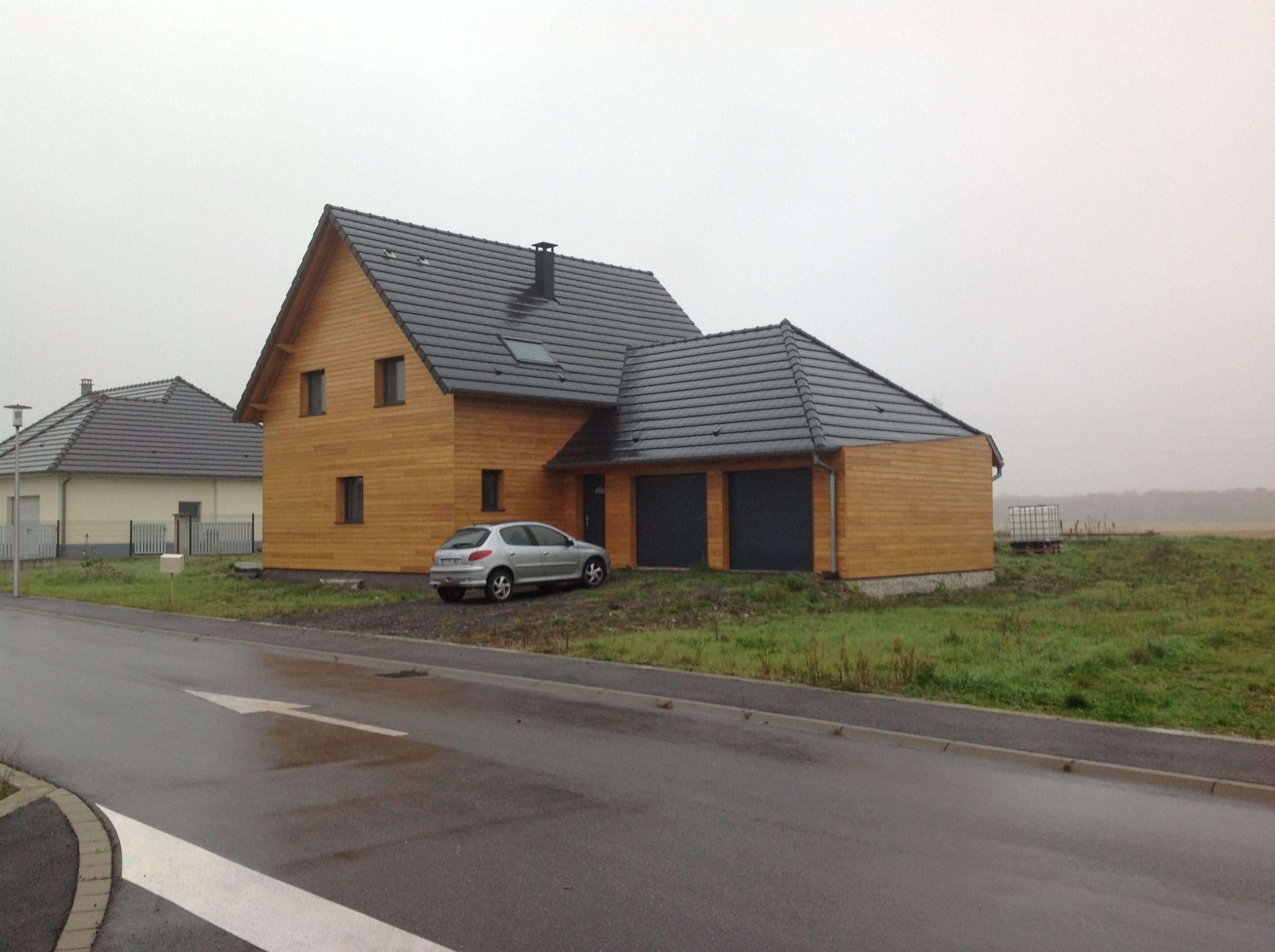 Maison en bois à toiture pente multiple ABT Construction