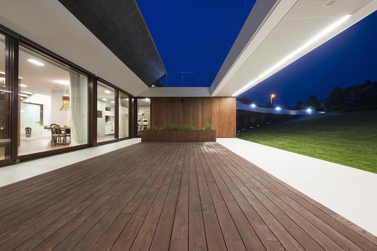 Maison sur terrain en pente de design exclusif Edge House