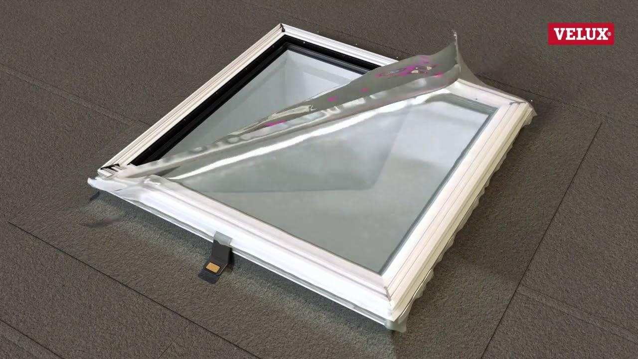 Installation d une fenêtre de toit plat avec verre courbé