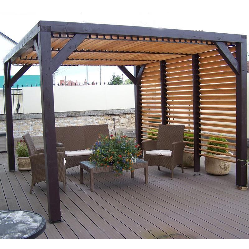 Pergola en bois avec vantelles amovibles pour toit et un