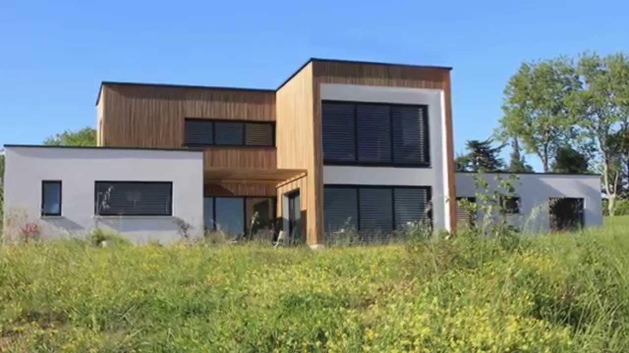 Maison contemporaine BBC à toit terrasse végétalisé