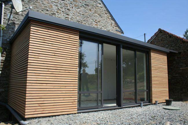 Extension toit plat avec habillage bois claire voie