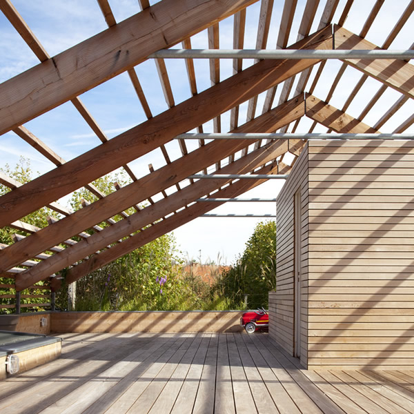 Maison en bois toiture terrasse pergola bois maison