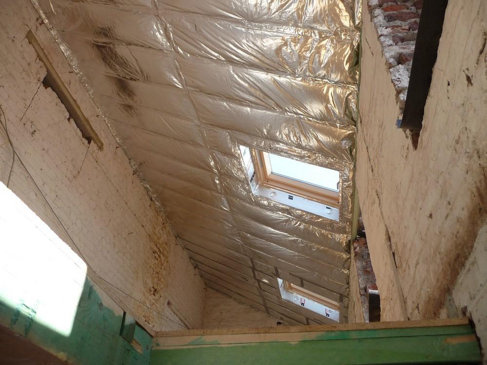 Isoler son toit en pente par l'intérieur ou l'extérieur