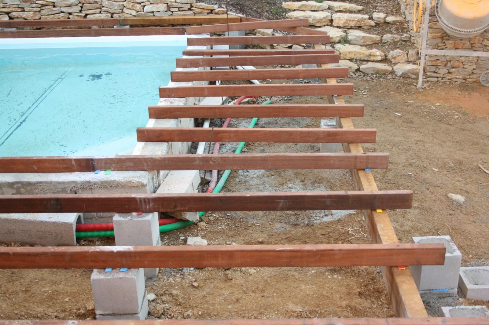 Tour de piscine en bois exotique cumaru six fours les