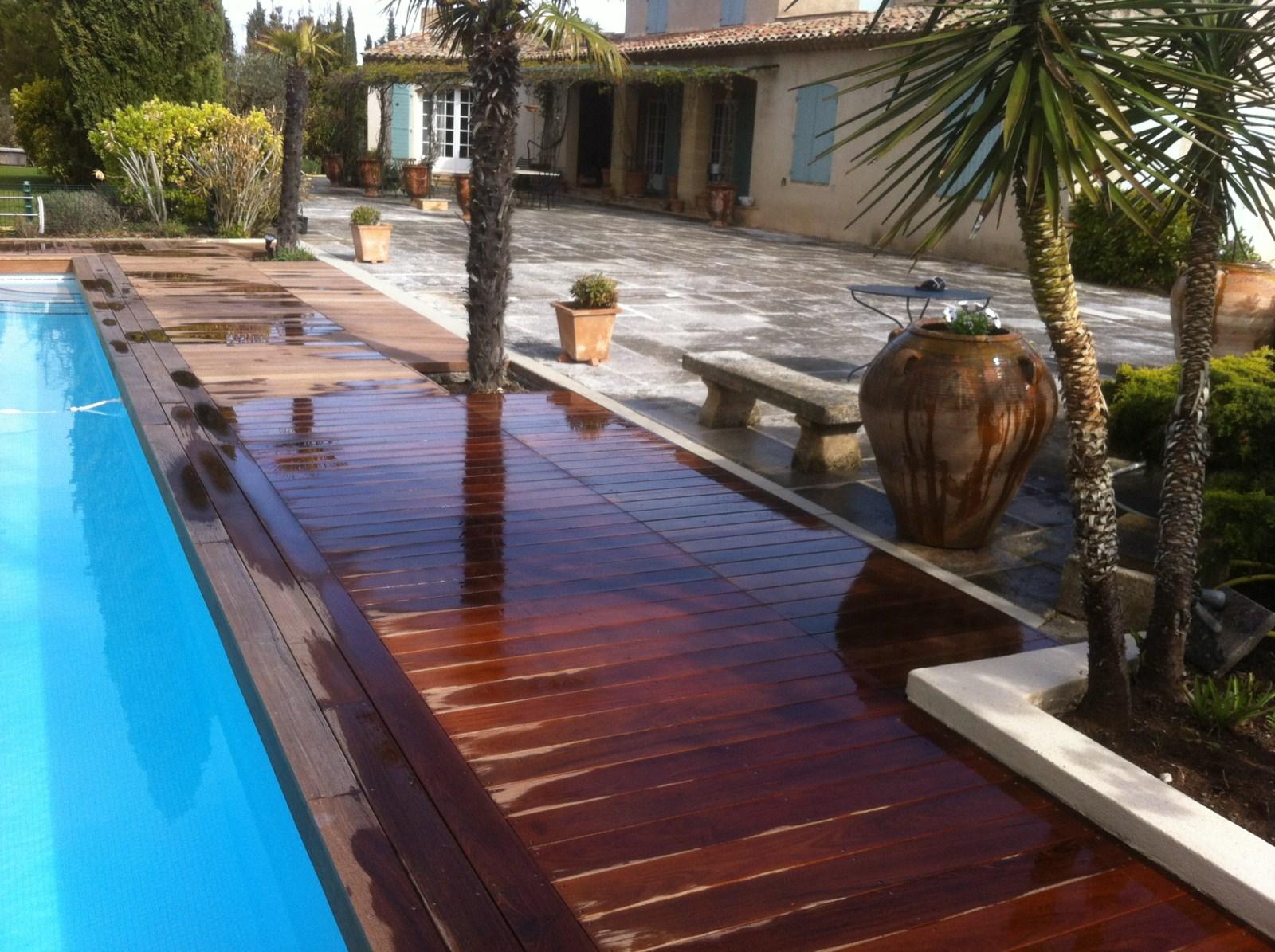Tour de piscine en bois exotique dans les bouche du rhone