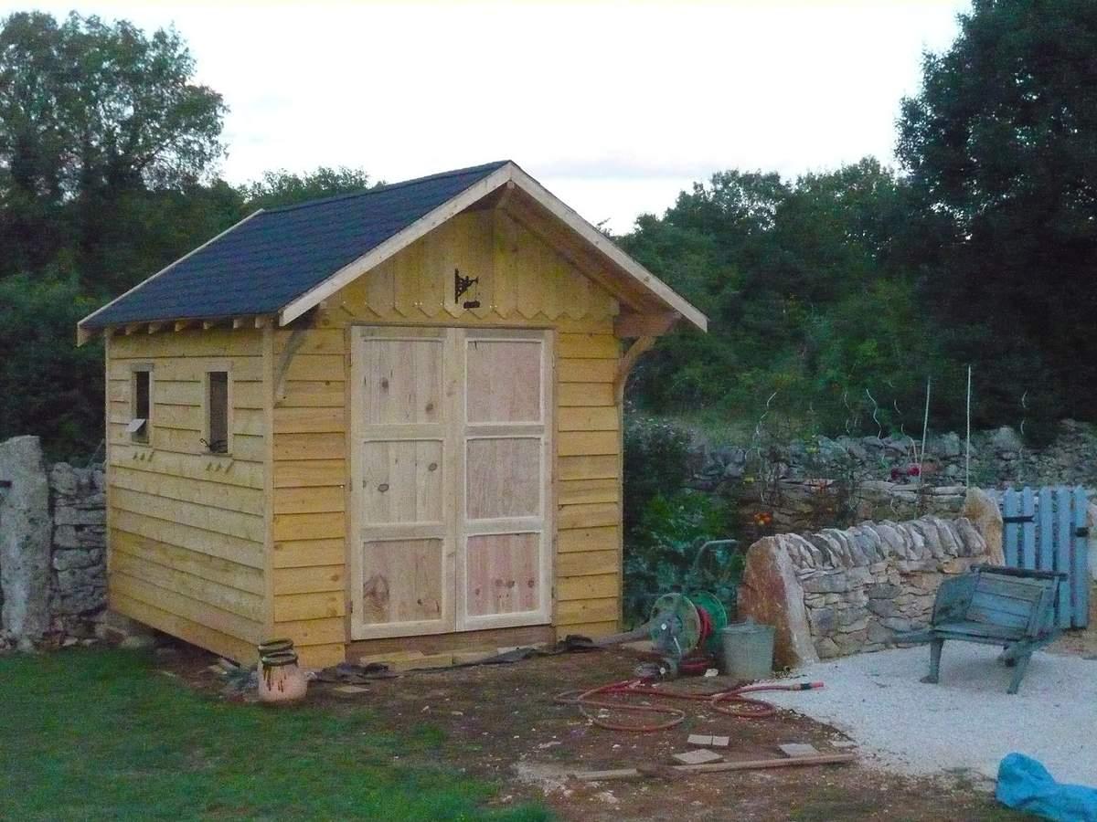 Abri De Jardin En Bois, Cabane De Jardin: La Construction ... destiné Fabriquer Un Abri De Jardin