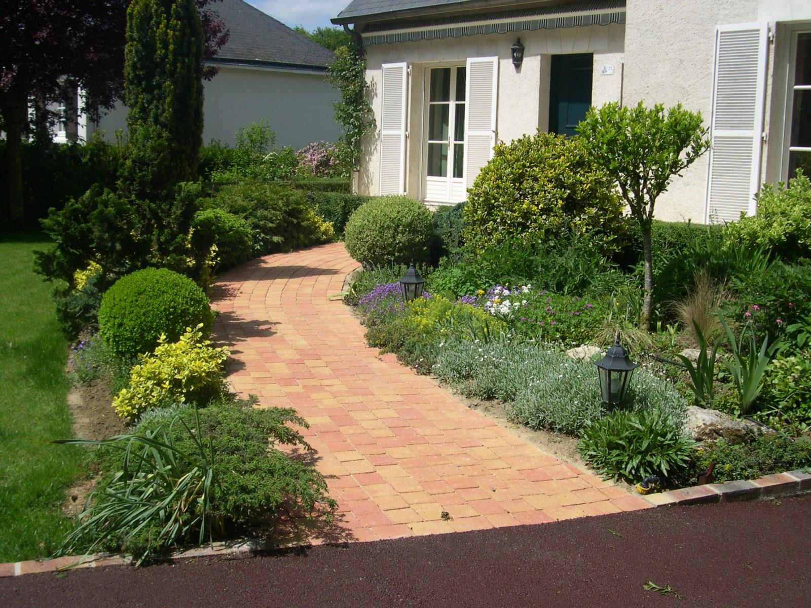 Aménagement D'allée Extérieure (Maison, Jardin, Garage ... serapportantà Exemple D Aménagement De Jardin