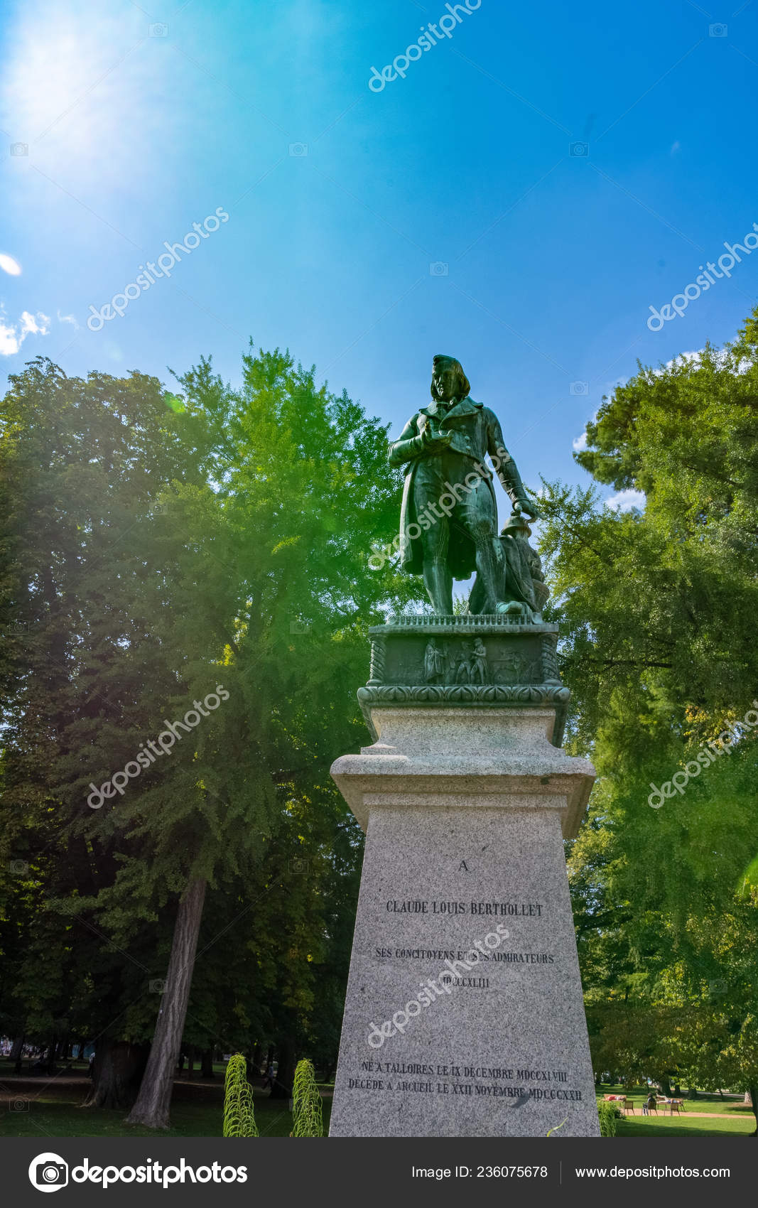 Annecy France September 2018 Statue Claude Louis Berthollet ... encequiconcerne Les Jardins Du Château Annecy
