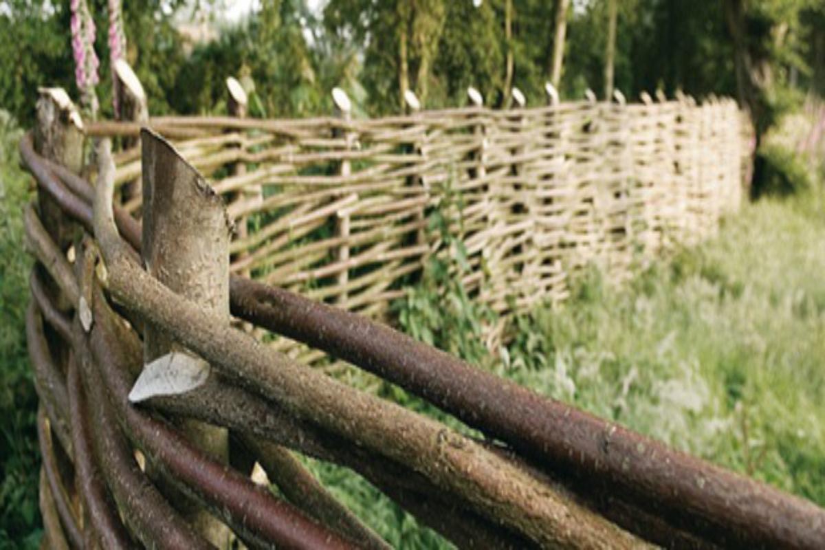 Barrière De Jardin Tressée | Choisir Du Bois, Prix, Tressage à Barrière Bois Jardin