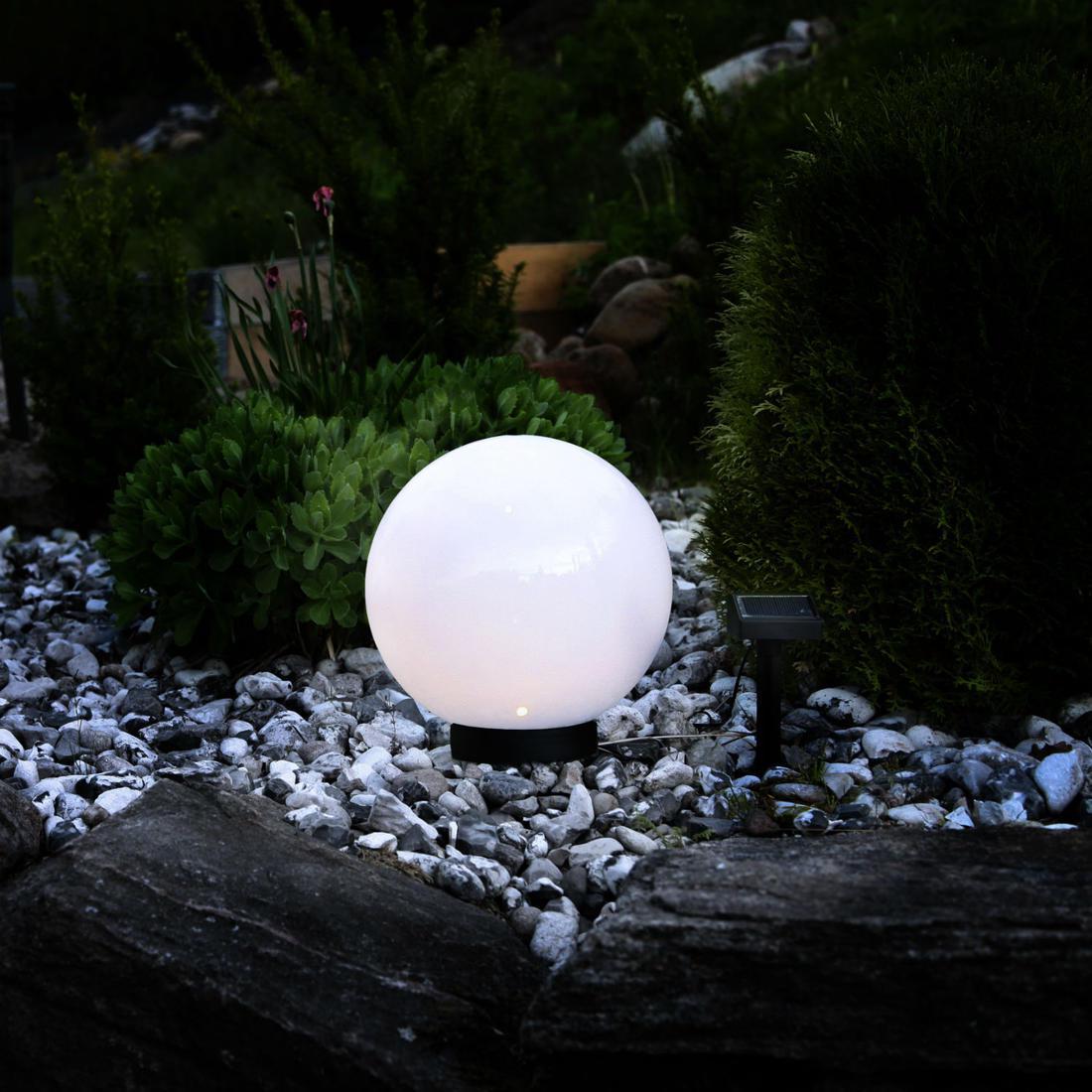 Boule Jardin Lumineuse : Quelques Critères Pour Bien La Choisir tout Boule Lumineuse Jardin