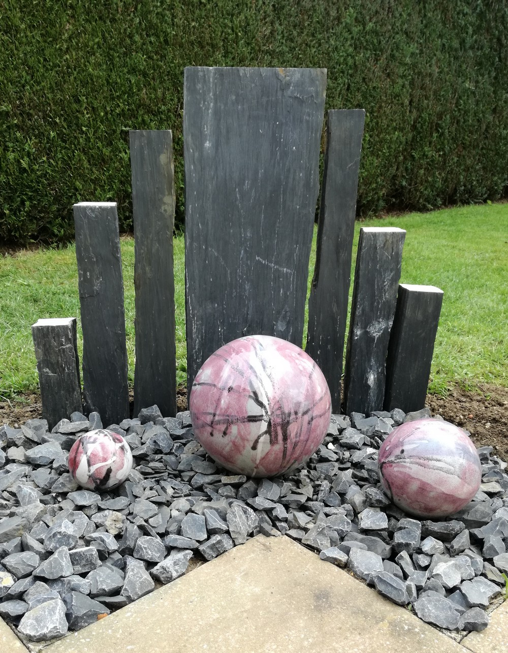 Boules En Grès Pour La Décoration Extérieure, Poteries De Jardin encequiconcerne Boule Décorative Jardin