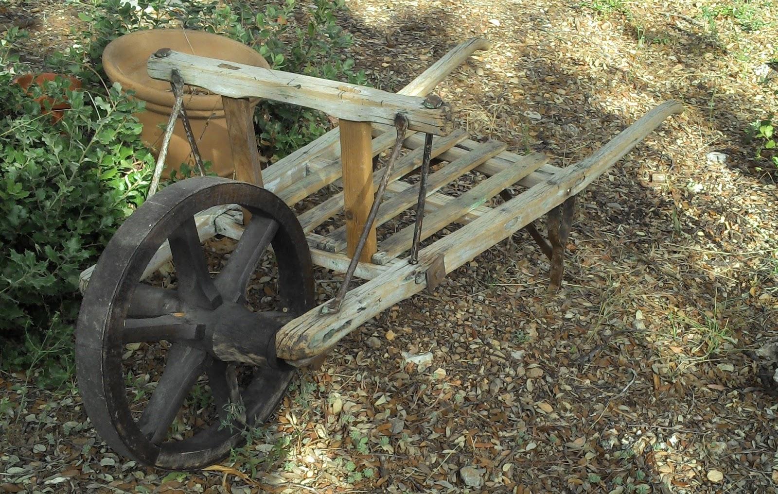 Brouette En Bois Ancienne Provençale Art Populaire Déco ... serapportantà Brouette Deco Jardin