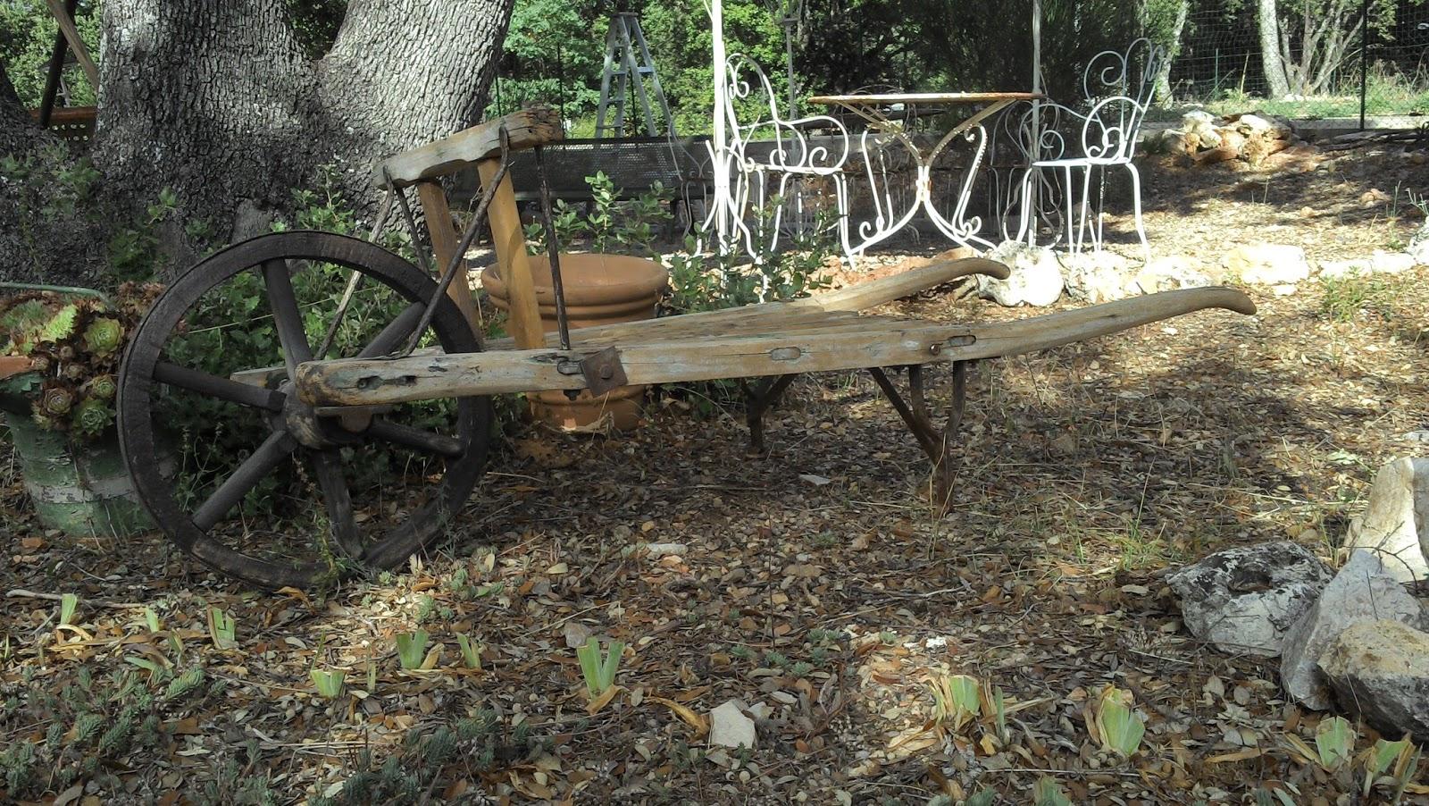 Brouette En Bois Ancienne Provençale Art Populaire Déco ... tout Brouette Deco Jardin