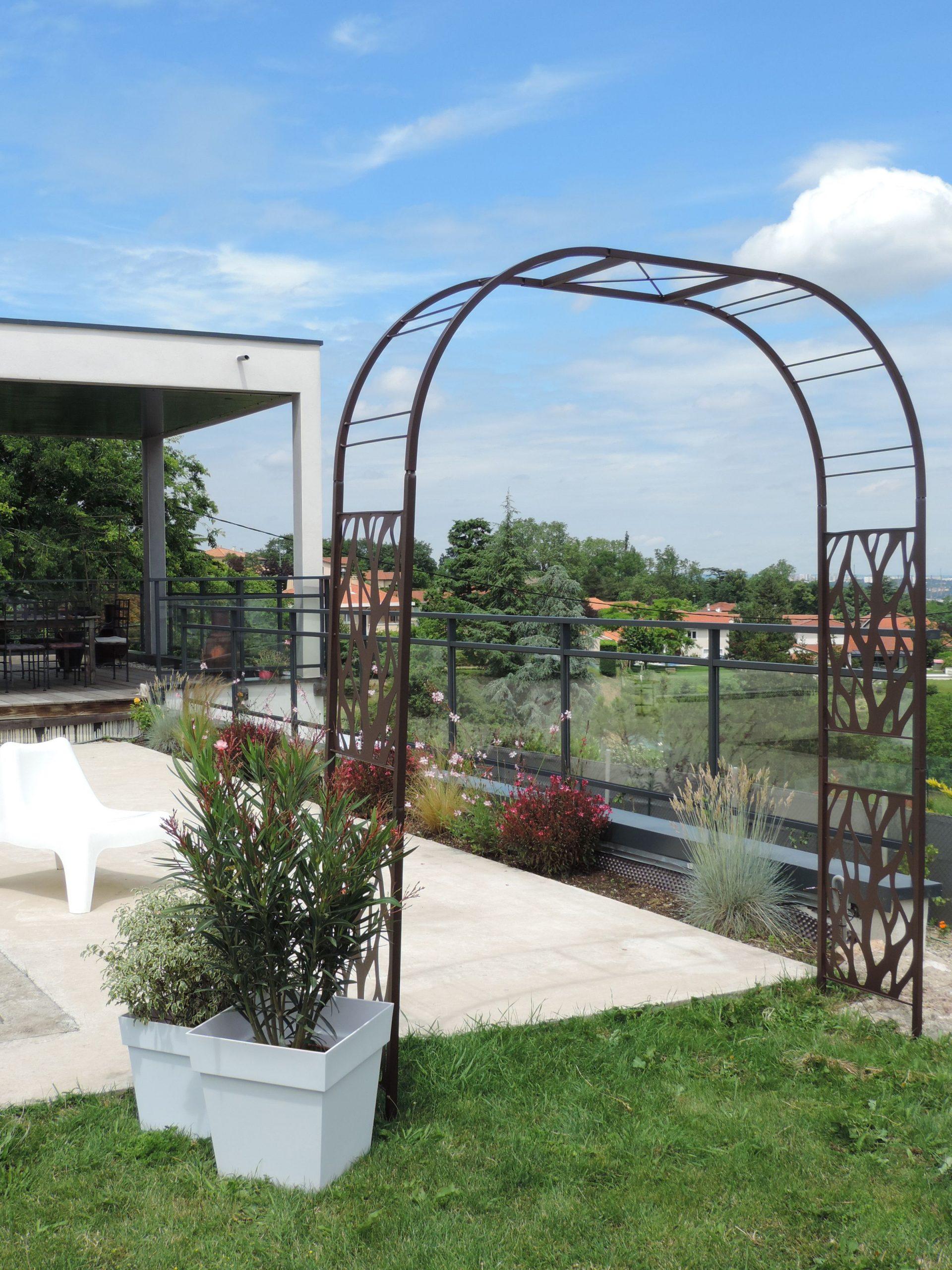 Cette Arche De Jardin, Double En Métal Au Design ... pour Arche De Jardin En Fer
