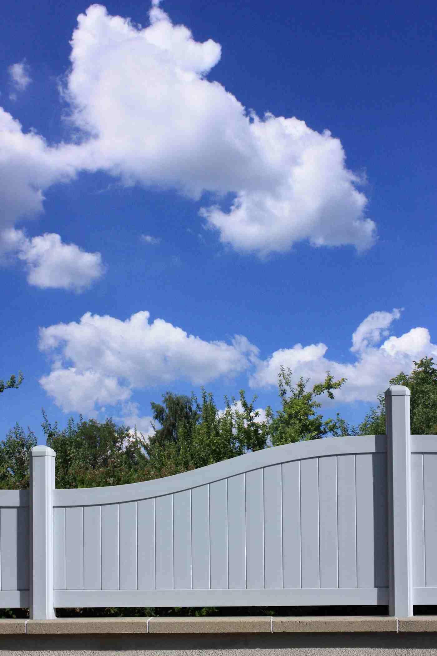 Clôture De Jardin : Les Critères De Base Pour Bien Choisir ... serapportantà Barrière Bois Jardin