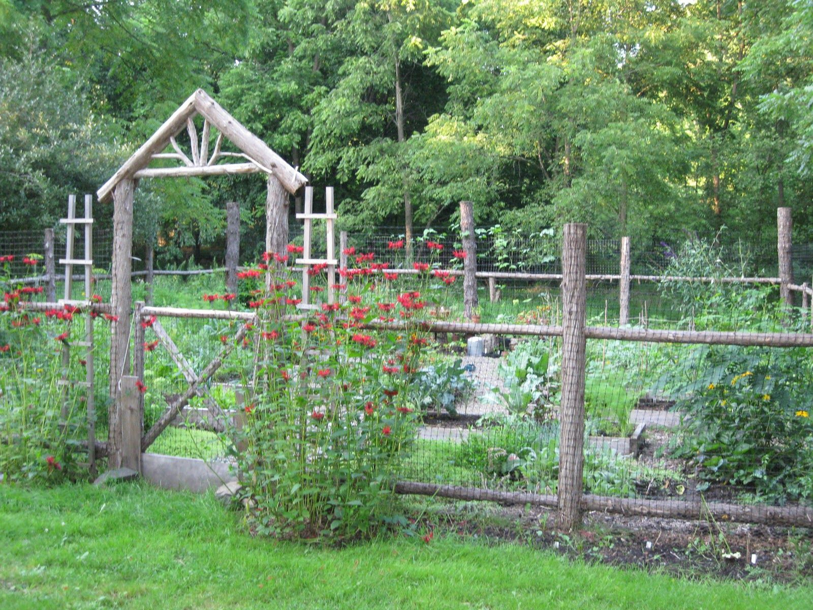 Clôture Potager | Design De Jardin Potager, Design Jardin ... dedans Petite Barriere Jardin