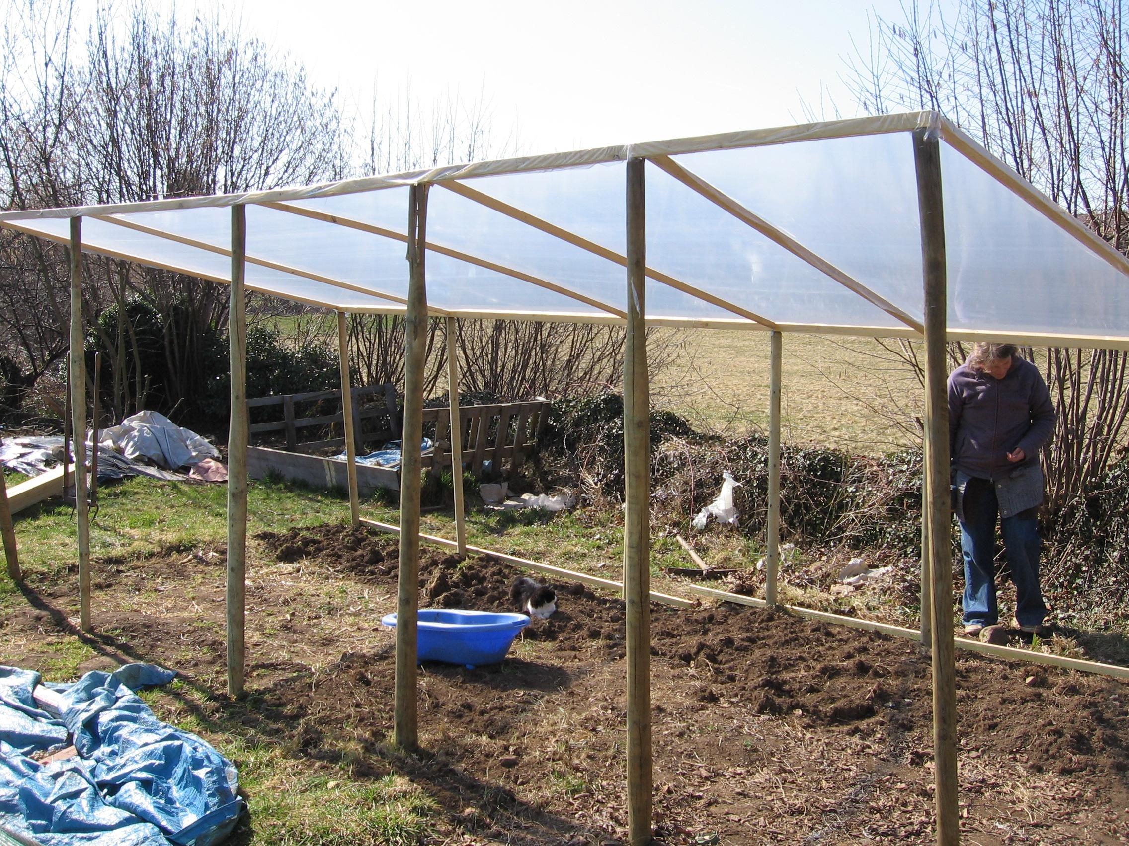 Comment Construire Une Serre Pas Chère Dans Son Jardin | Le ... concernant Serre De Jardin Pas Chere