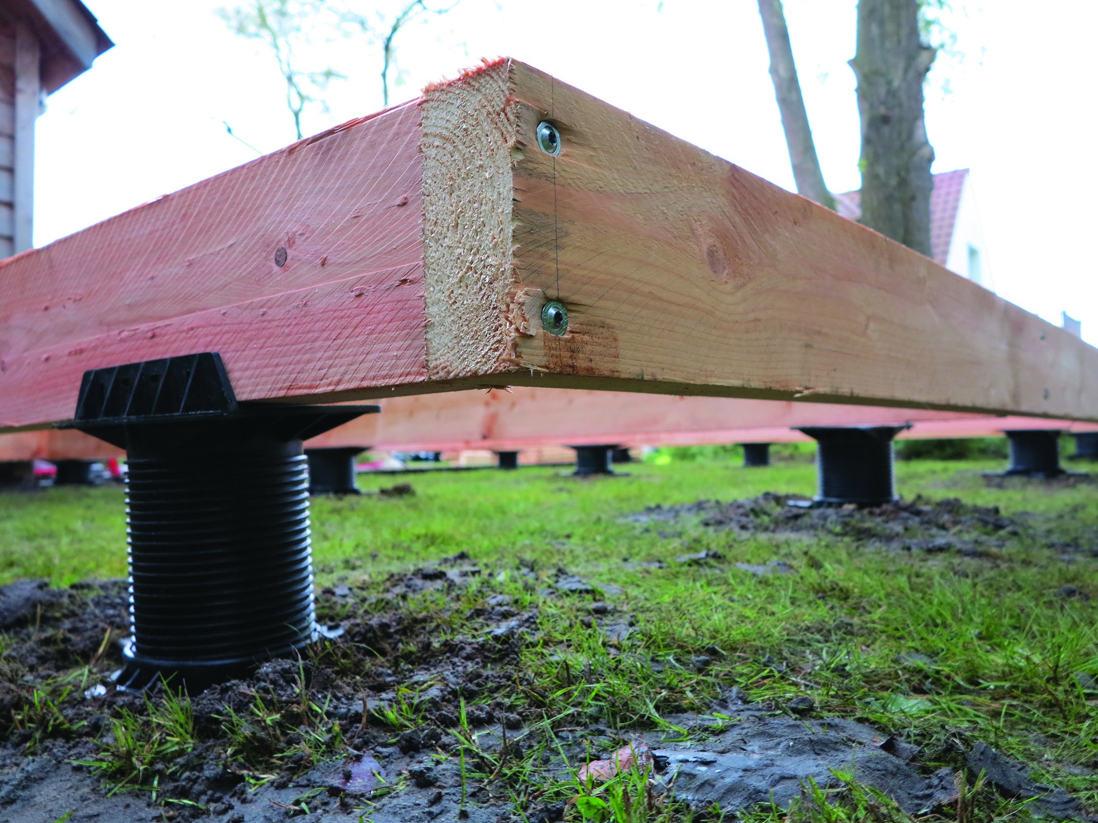 Construction De Terrasse, Abri De Jardin Avec Des Fondations ... pour Fondation Abri De Jardin