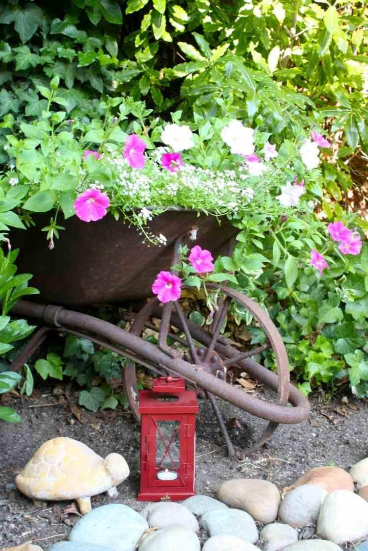 Déco Jardin Diy: Idées Originales Et Faciles Avec Objet De ... destiné Brouette Deco Jardin